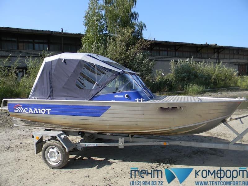 Ходовой тент для лодки в закрытом положении