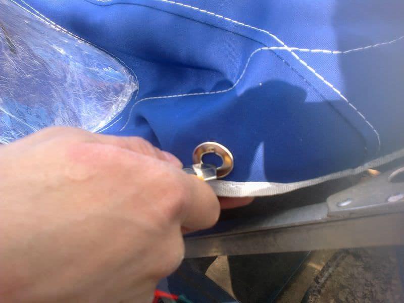 Установка тента на лодку с крепежом типа поворотная застежка