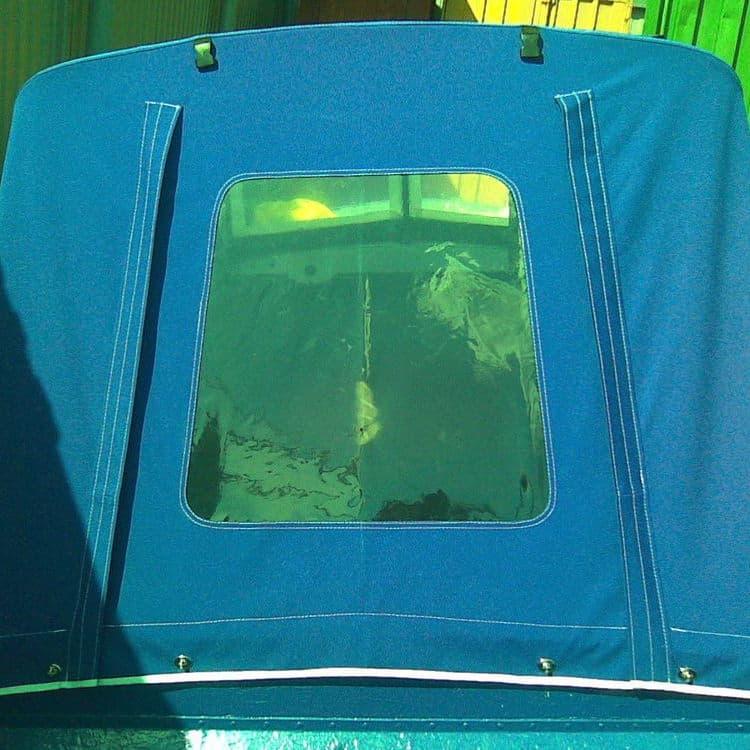 Окно на заднем клапане лодочного тента