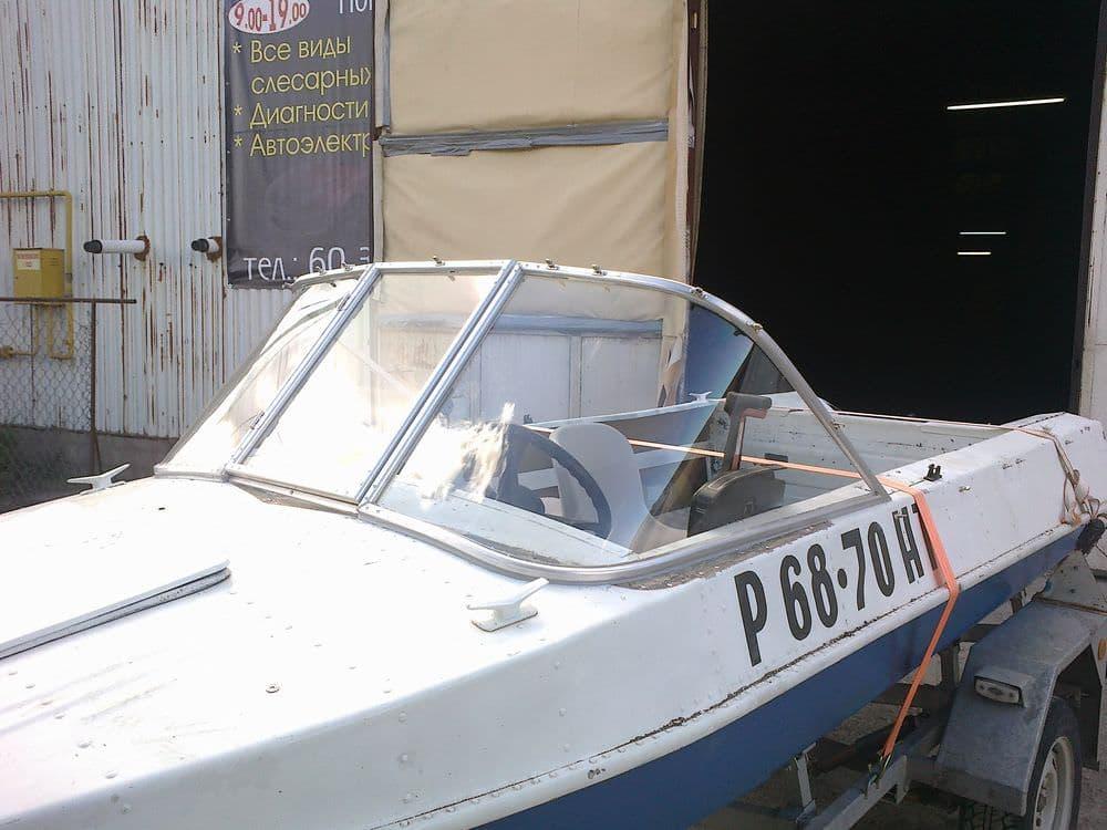 Лобовое стекло для лодки Обь-М